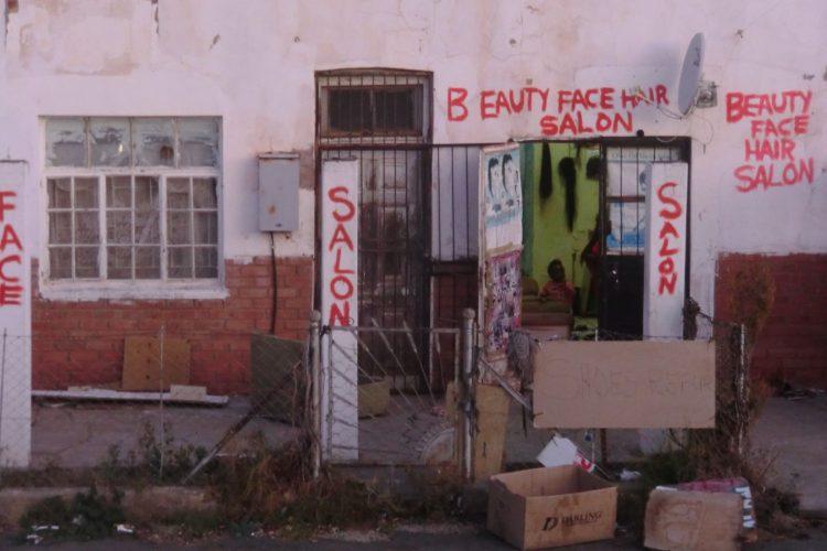 In einem Dorf kurz vor Bloemfontein.