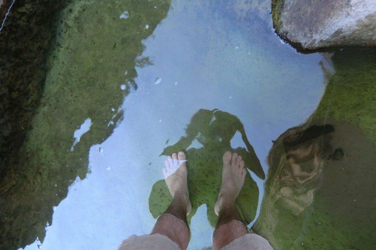 Um diese Jahreszeit reicht es allerdings nur für ein Fußbad. (Leider hat meine Abhärtung in den Schweizer Bergseen nicht lange vorgehalten :-))