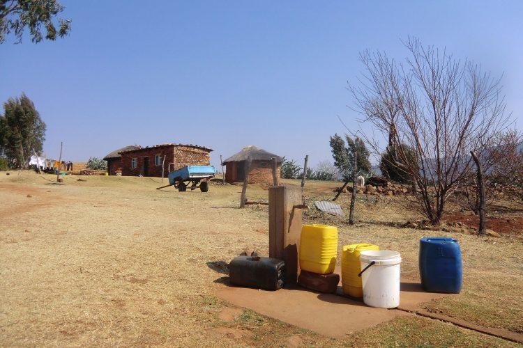 Im Dorf. Lesotho ist im Unterschied zu der Provinz, wo ich gerade wohne, sehr wasserreich.