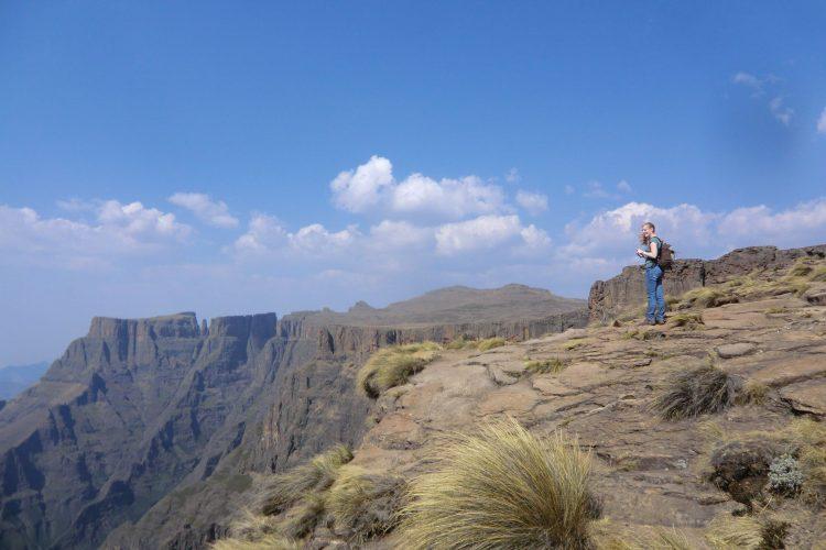 Ziel war das Plateau oben auf einer gewaltigen Felsformation namens Amphitheater, die 8 km lang ist.