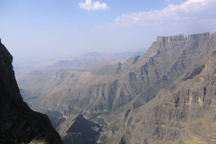 Die Oberkante des Amphitheaters, an der wir waren, liegt auf ca. 3000 Metern. Gestartet waren wir aber auch schon auf 2500 Metern.