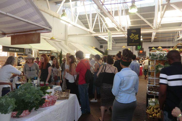 Sprung nach Kapstadt: Ein sehr schöner Food-Market mit viel Essen aus der Region und ebenso vielen Hipstern.