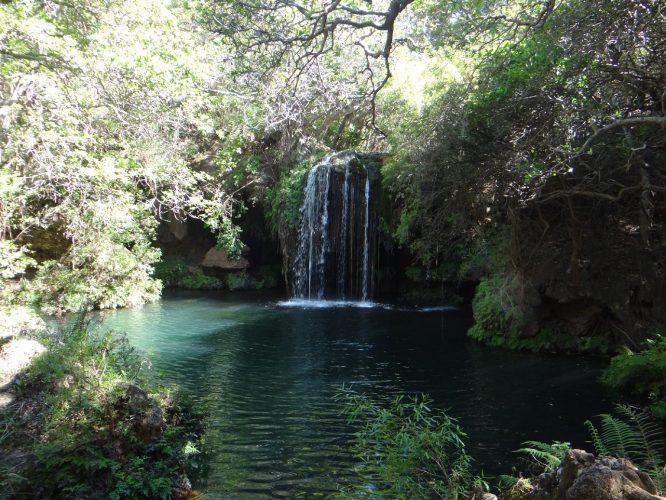 In einem Nebenarm des Canyons fanden wir bei einer Wanderung diesen hübschen Wasserfall mit kristallklarem Wasser.
