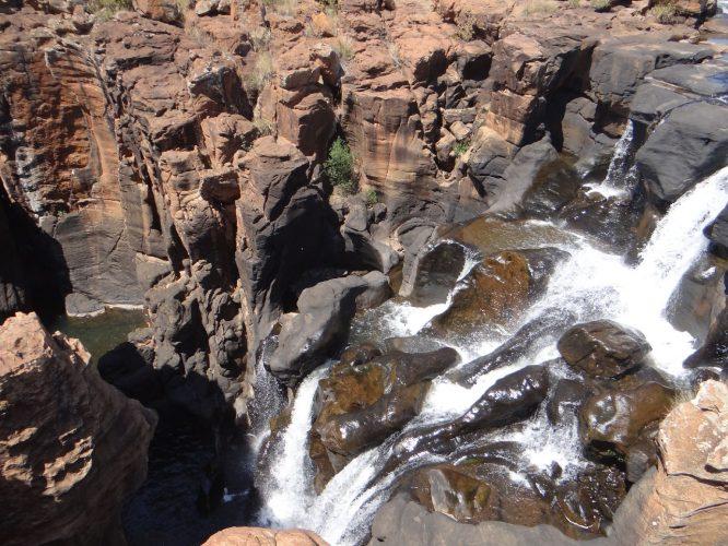 Am Zusammenfluss zweier Flüsse bildeten sich mit der Zeit viele bizarre Felsformationen.