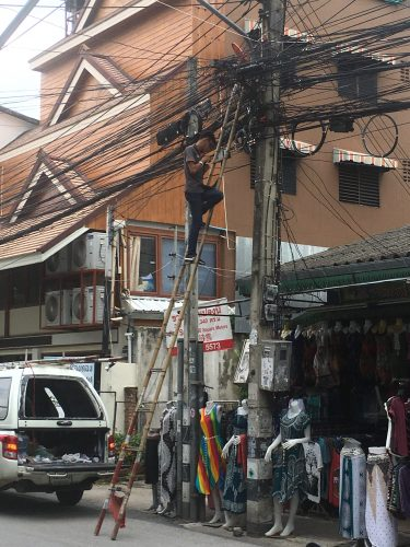 ... but are apparently well ordered. This service person knew directly which wire to fix.