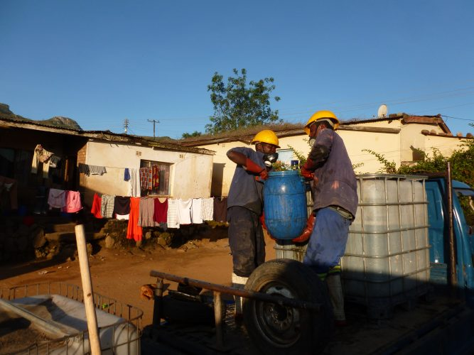 The guys do a super hard job. Every day, we empty 4 households = 4000 L. It's basically three people who do all the work, so everyone of them carries and lifts around 1300 kg per day.