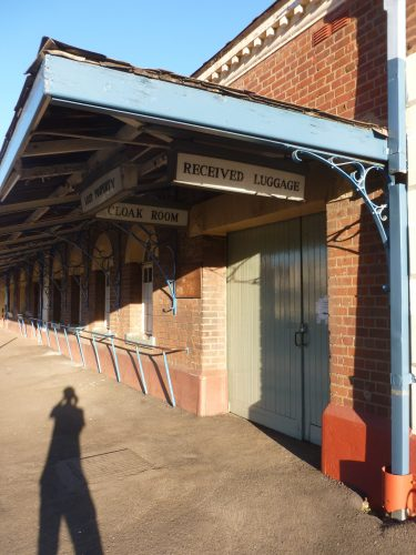 Also in Bulawayo, the train station has seen better times. I wanted to drop my luggage at the cloak room, but not really surprisingly it was out of operation.