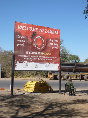 As the Zambezi marks the border between Zimbabwe and Zambia, I also went to Zambia for one day to see the Zambian side of the Falls.