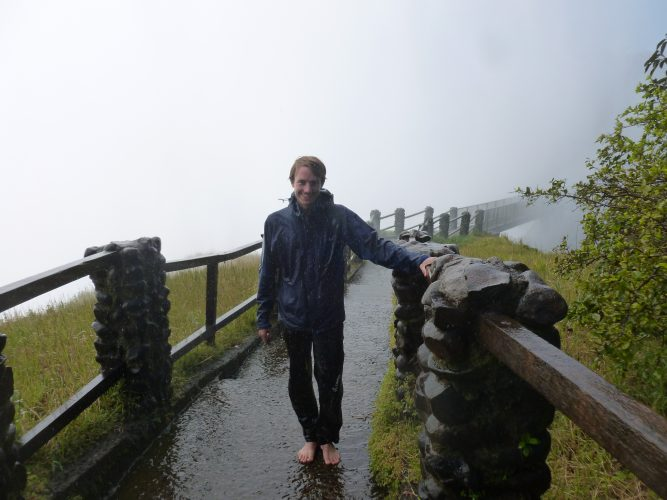"""My guide apparently had the opinion that the most important purpose of my visit was to get as many pictures of myself as possible. So he took my camera right at the start and took a looot of pictures of me at every viewpoint. Sometimes, he also gave very detailed instructions what I should do: Picture 1 - """"normal""""."""
